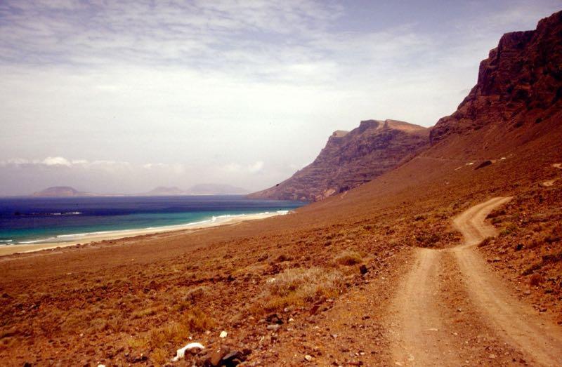 Strand und Felswand von Famara, Lanzarote